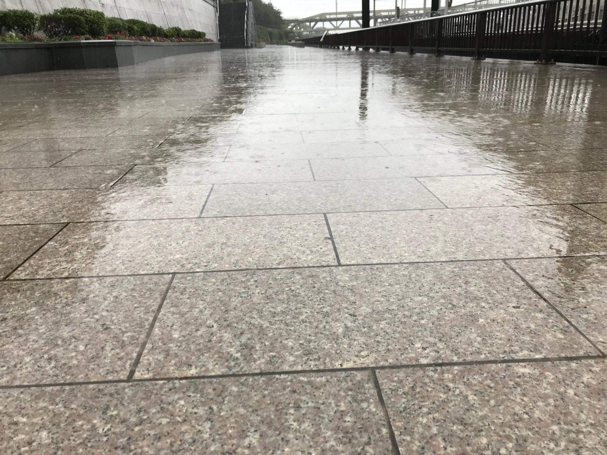 水溜りの道路