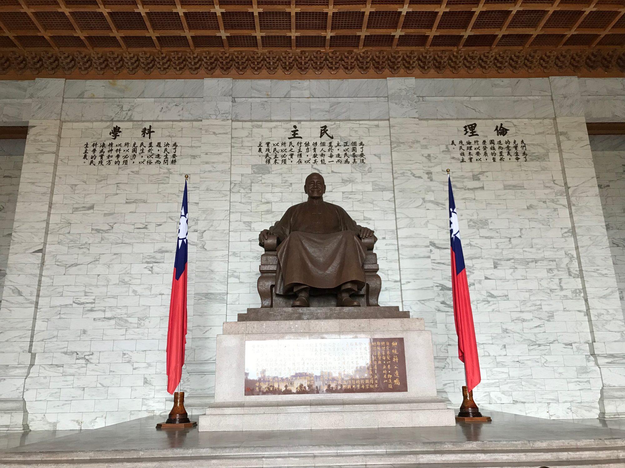 蒋介石の石像